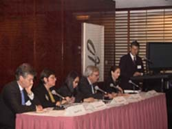 Daniel Zelikow, managing director of J.P. Morgan Chase's government institutions group, welcomes the World Bank panel (R-L): Carol Brookins, Peter Woicke, Yukiko Omura, Katherine Sierra and Kenneth Lay