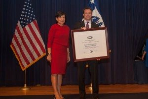 L-R: U.S. Secretary of Commerce Penny Pritzker and Derek Leite, USCIB's director of Trade Services