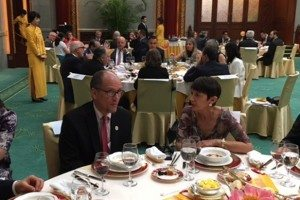 L-R: U.S. Labor Secretary Thomas Perez and Ronnie Goldberg (USCIB) in Beijing